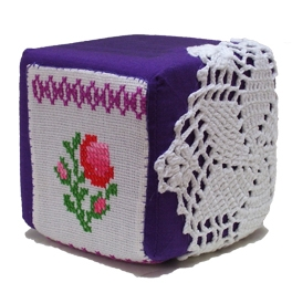 Herrinering kubus van textiel, keepingtouch, in contact blijven met mooie momenten.
