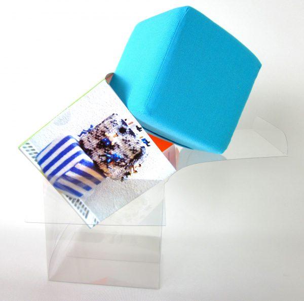 Turquoise kubus van katoen, Keepingtouch, in contact blijven met mooie momenten