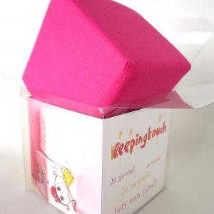 Roze kubus van katoen, Keepingtouch, in contact blijven met mooie momenten