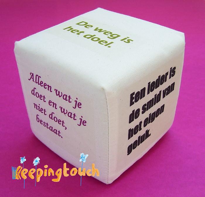 Wijsheden-kubus-keepingtouch-zelf-maken-gratis-wijsheden-strijken-op-textiel