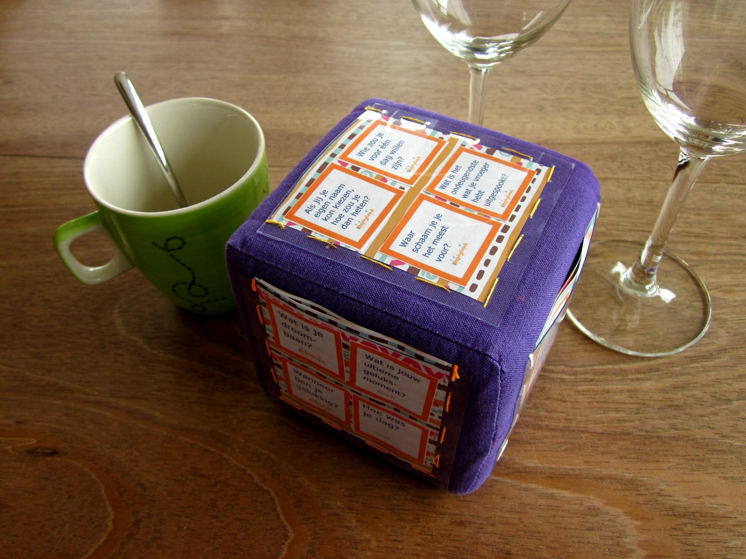 Vragenkubus. Geef je vragen vleugels met de zelfgemaakte vragen kubus. .