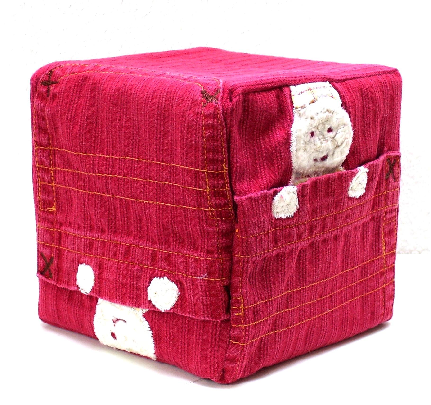 Gepersonaliseerde kubus van textiel, Keepingtouch, in contact blijven met mooie momenten.