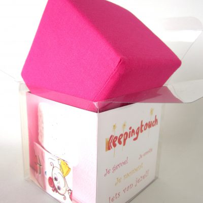 Roze kubus van katoen, droom-kubus, Keepingtouch, in contact blijven met mooie momenten
