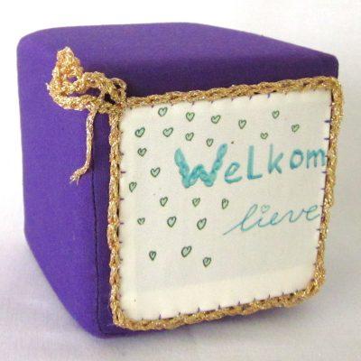 Geboortekubus-paars-goud, handgemaakt uniek geboortecadeau, leuk persoonlijk kraamgeschenk met naam, baby kado, geboorte, Keepingtouch