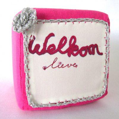 Geboortekubus-roze-zilver, handgemaakt uniek geboortecadeau, leuk persoonlijk kraamgeschenk met naam, baby kado, geboorte, Keepingtouch