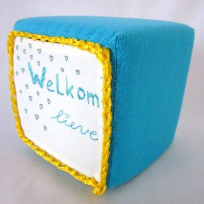 Geboortekubus-turquoise-geel, handgemaakt uniek geboortecadeau, leuk persoonlijk kraamgeschenk met naam, baby kado, geboorte, Keepingtouch