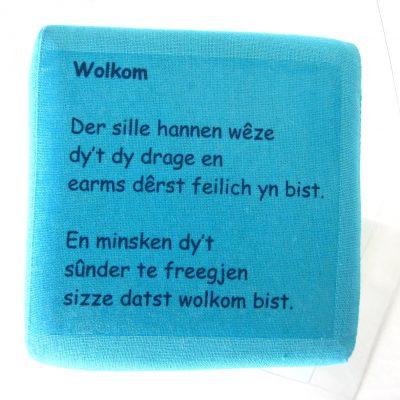 Geboortekubus-turquoise-tekst, Friese welkom tekst voor baby, handgemaakt uniek geboortecadeau, leuk persoonlijk kraamgeschenk met naam, kado baby, geboorte Keepingtouch